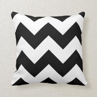 Almohada de Chevron con zigzag blanco y negro
