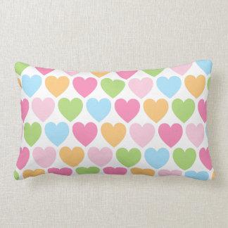 Almohada de encargo femenina de los corazones