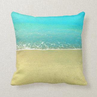 Almohada de la arena de la playa de la ola