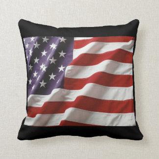 Almohada de la bandera americana con el fondo
