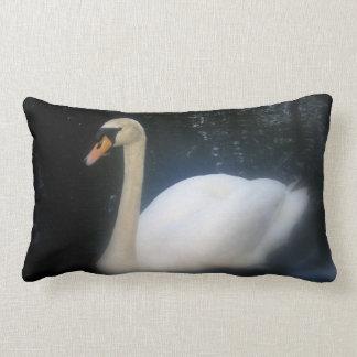 Almohada de la belleza del cisne