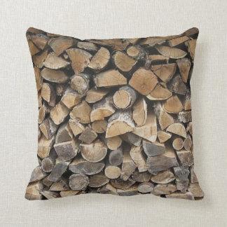 Almohada de la cabaña de madera