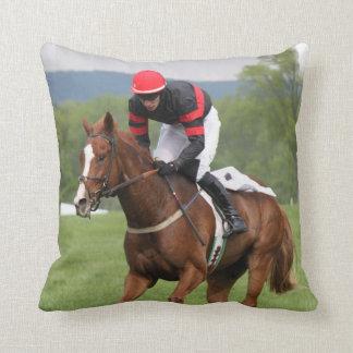 Almohada de la carrera de caballos del césped