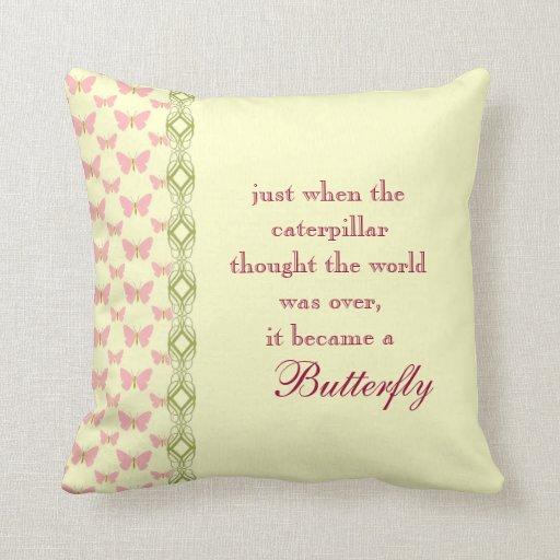 Almohada de la cita de la mariposa