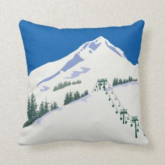 Almohada de la escena del invierno del esquí