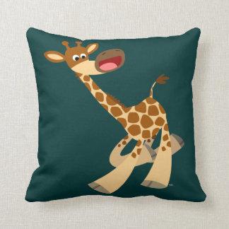 Almohada de la jirafa del dibujo animado que ambla