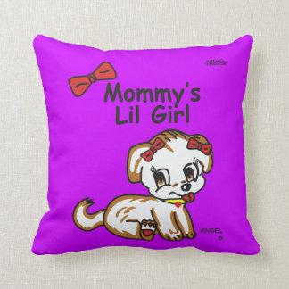 Almohada de la niña de la mamá