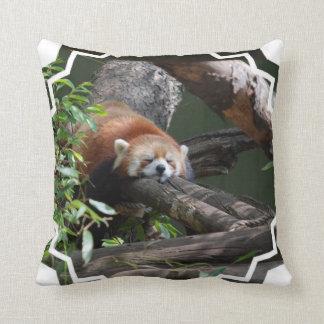 Almohada de la panda roja el dormir
