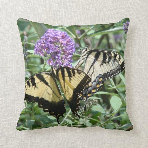 Almohada de las flores de mariposa