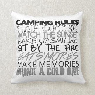 Almohada de las reglas que acampa
