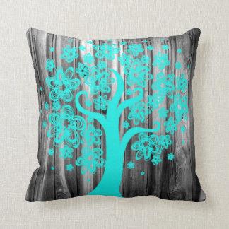 Almohada de madera vieja rústica con el árbol de l