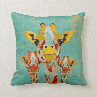 Almohada de MoJo de tres jirafas que mira a