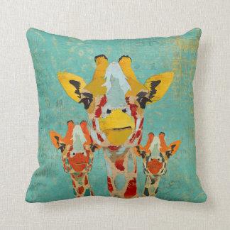 Almohada de MoJo de tres jirafas que mira a escond