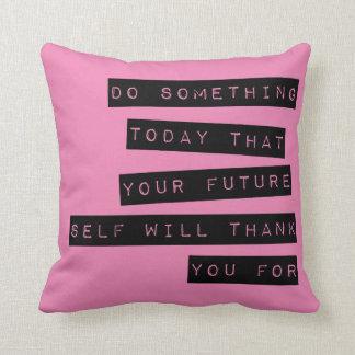 Almohada de motivación: Negro y rosa Cojín Decorativo