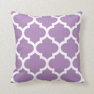 Almohada de Quatrefoil en púrpura de la violeta