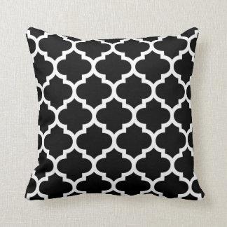 Almohada de Quatrefoil - modelo blanco y negro