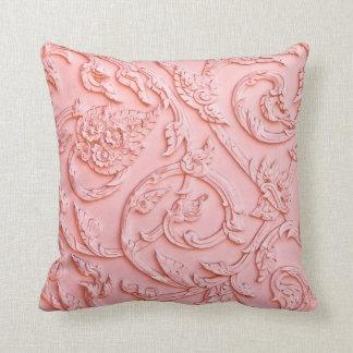 Almohada de talla de madera afiligranada rosada