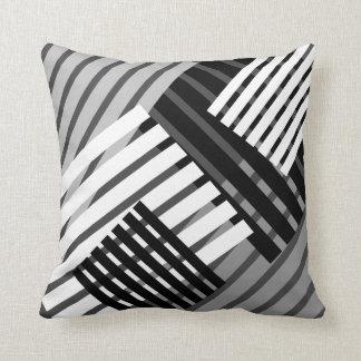Almohada de tiro abstracta blanco y negro de la ra