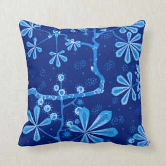 Almohada de tiro azul de la flor de Frost