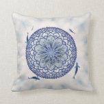 Almohada de tiro azul de la mandala de Koi Lotus