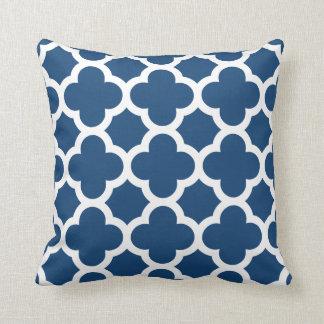 Almohada de tiro azul de Quatrefoil
