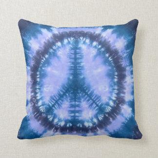 Almohada de tiro azul del teñido anudado de la paz