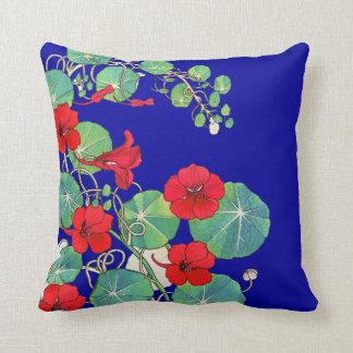 Almohada de tiro azul y roja del diseño floral