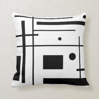Almohada de tiro blanco y negro del arte abstracto
