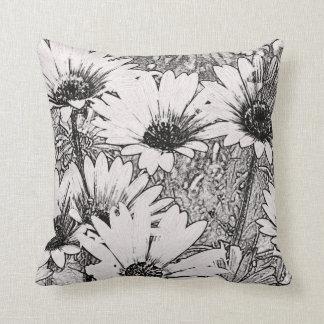 Almohada de tiro blanco y negro del diseño floral