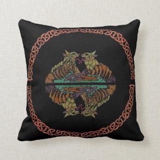 Almohada de tiro céltica de las bestias