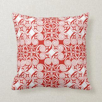 Almohada de tiro céltica roja y blanca hermosa del