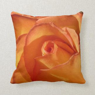 Almohada de tiro color de rosa anaranjada hermosa cojín decorativo