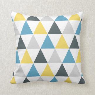 Almohada de tiro colorida de los triángulos