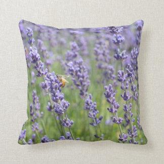 Almohada de tiro cuadrada con diseño de la lavanda