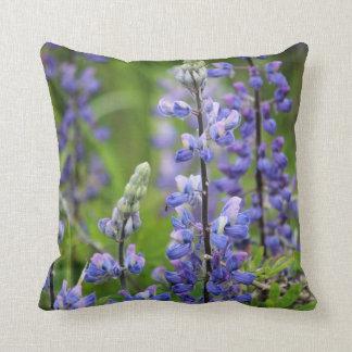 Almohada de tiro de Alaska púrpura del Lupine