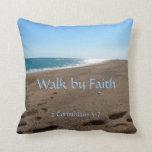Almohada de tiro de la cita de la fe