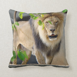 Almohada de tiro de la fauna del león