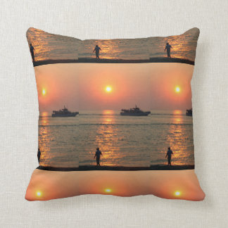 Almohada de tiro de la puesta del sol de la tierra