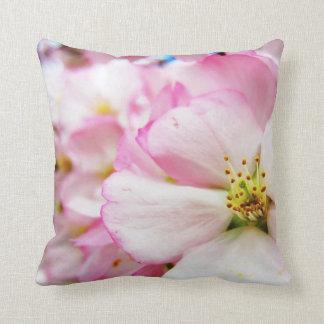 Almohada de tiro de las flores de cerezo 7