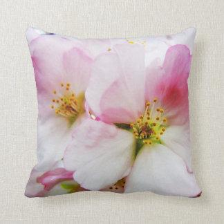 Almohada de tiro de las flores de cerezo 8