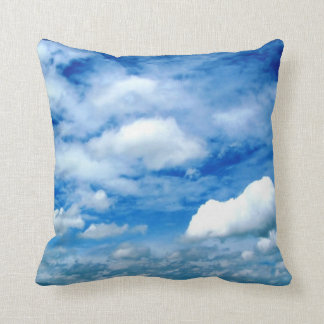 Almohada de tiro de las nubes
