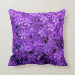 Almohada de tiro de las violetas