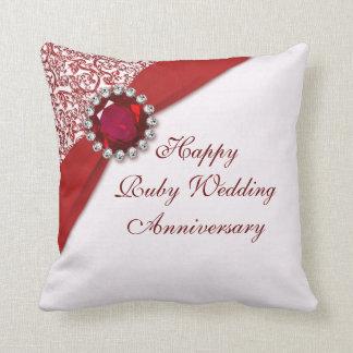 Almohada de tiro de rubíes del aniversario de boda