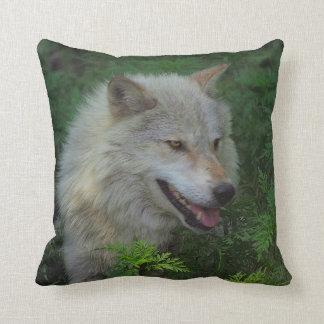 Almohada de tiro del animal salvaje del lobo gris