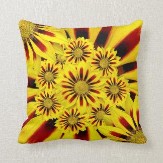 Almohada de tiro del collage de la flor del verano