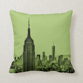 Almohada de tiro del horizonte de NYC en verde del