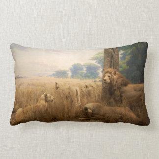 Almohada de tiro del orgullo del león