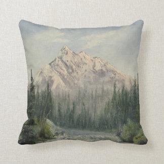 Almohada de tiro del paisaje de la montaña Nevado
