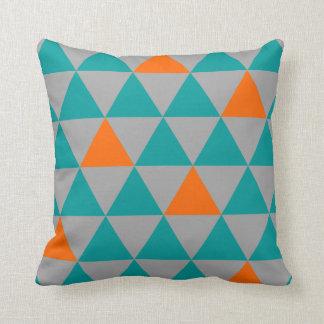Almohada de tiro del triángulo del naranja y del