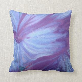 Almohada de tiro floral azul romántica